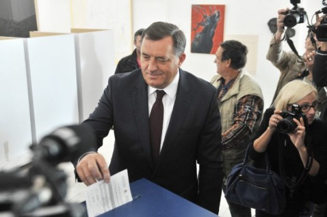 Bosnian Serbs challenge Dayton order in referendum